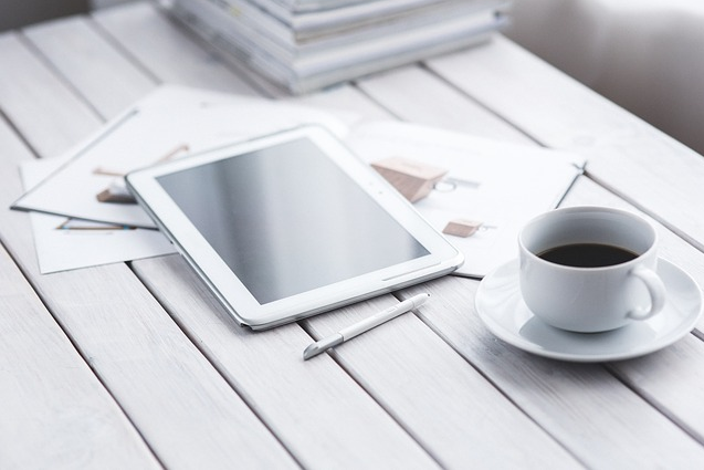 coffee and a ipad. Freem image from Pixabay